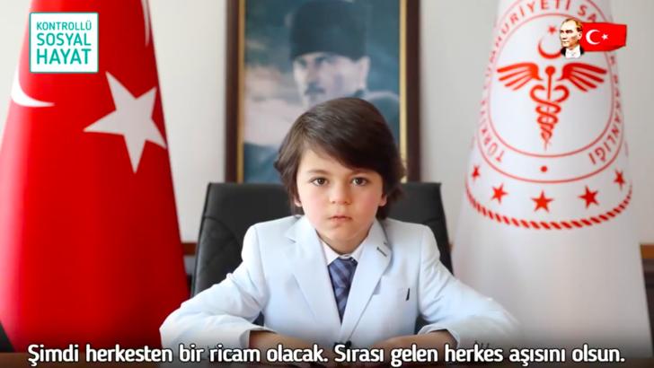 Sağlık Bakanının koltuğuna oturan çocuk kim? Aşı açıklamasıyla gündem oldu