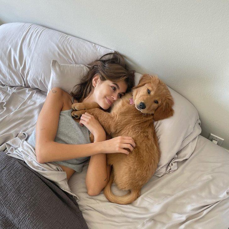Cindy Crawford'un kızı Kaia Gerber'den iç çamaşırlı poz! Annesinin izinde
