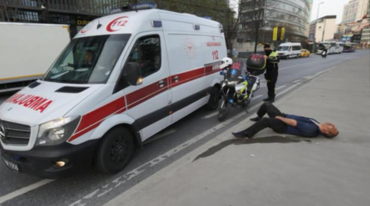 Öfkeli kadın, tartıştığı adamı çivili sopayla dövdü