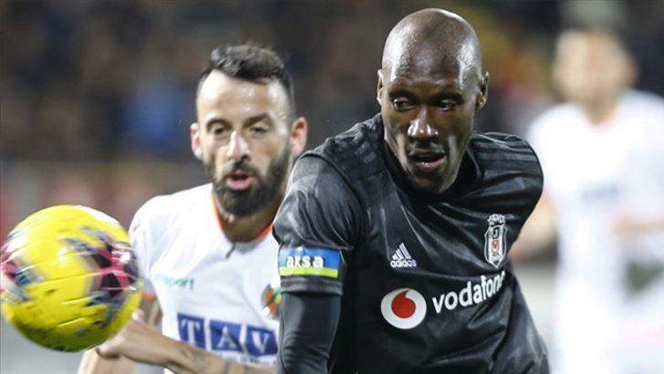 Beşiktaş'ta Atiba kadrodan çıkarıldı