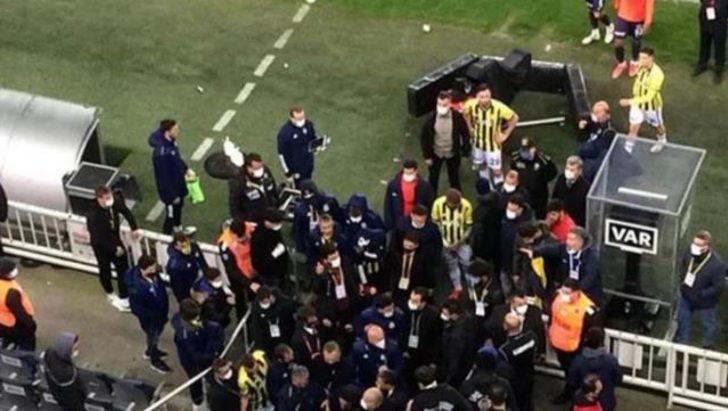 Kadıköy'de gergin anlar! Emre Belözoğlu ve Volkan Demirel, maçın bitimiyle rakiple koridorları inleten sürtüşme yaşadı