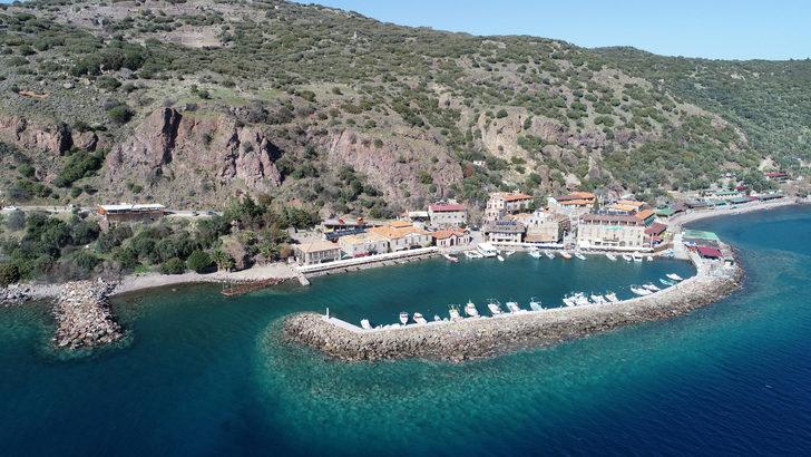 Afet bölgesi ilan edilen Assos Antik Limanı'nın turistik tesisleri kapatıldı