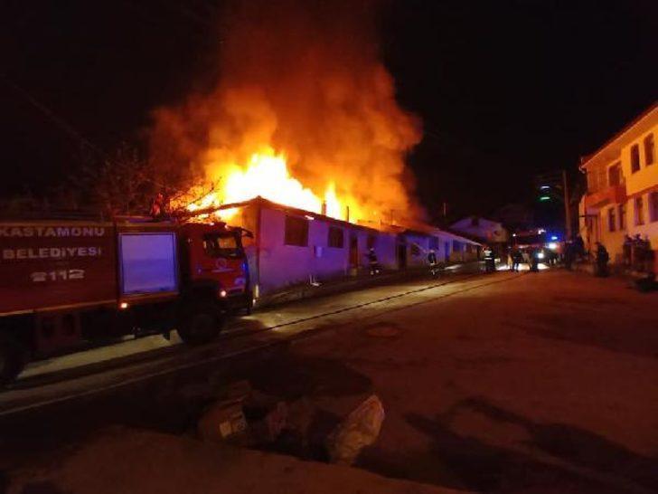 Kastamonu'da yangın! 4 ev küle döndü