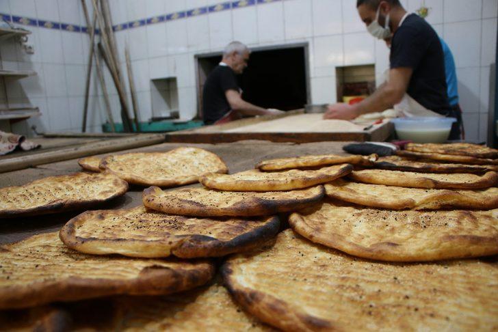 Asırlık fırın, Elazığ'a özgü 'yağlı' ve 'peynirli' ekmek üretime devam ediyor