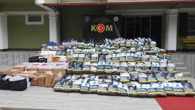 Uşak'ta 309 bin 400 makaron ile 748 kilogram kaçak tütün ele geçirildi