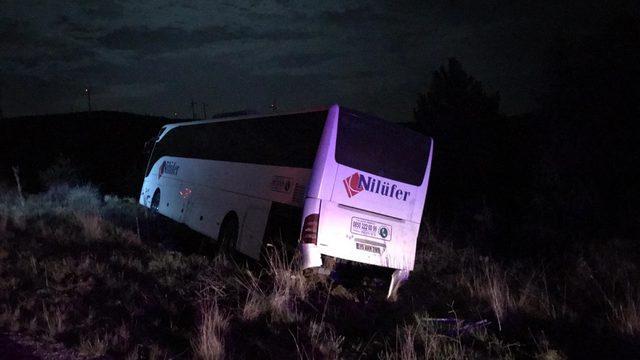 Uşak'ta yolcu otobüsü şarampole düştü: 2 yaralı