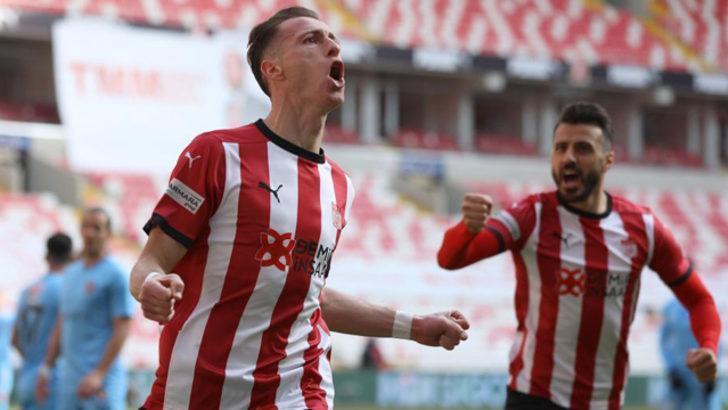 Gaziantep FK'ya 4 golün 3'ü kaptan Hakan'dan