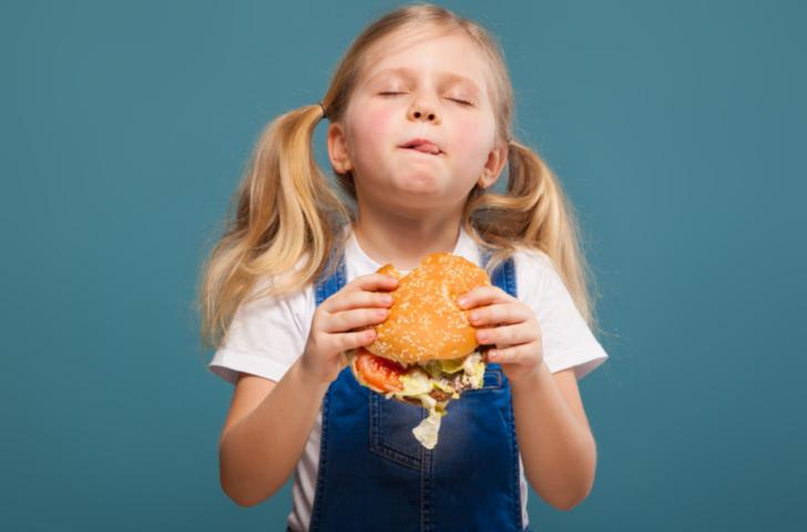 Uzmanlar uyardı! Pandemi döneminde çocukların beslenme alışkanlıklarına dikkat edin