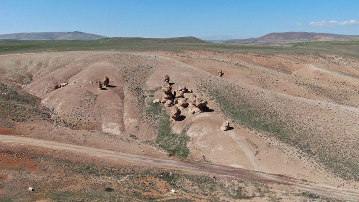Sivas'taki ilginç kayaları görenler şaşkınlık geçirdi