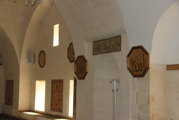 Kilis'in tarihi camileri orijinal hat yazılarıyla bezendi