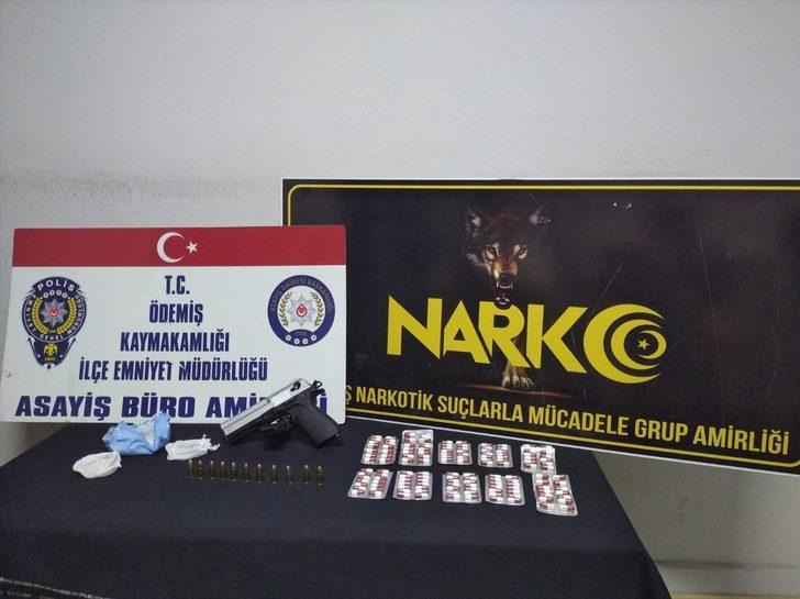 İzmir'de durdurulan araçta uyuşturucu ve tabanca ele geçirildi, 1 kişi tutuklandı