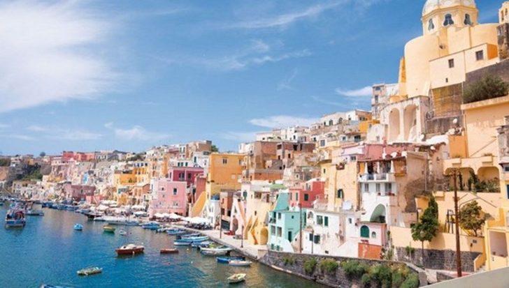 """İtalya'nın """"koronasız"""" adası: Herkes aşılandı!"""