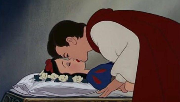 Prensin, Pamuk Prenses'i öpme sahnesine itiraz: Cinsel saldırı!