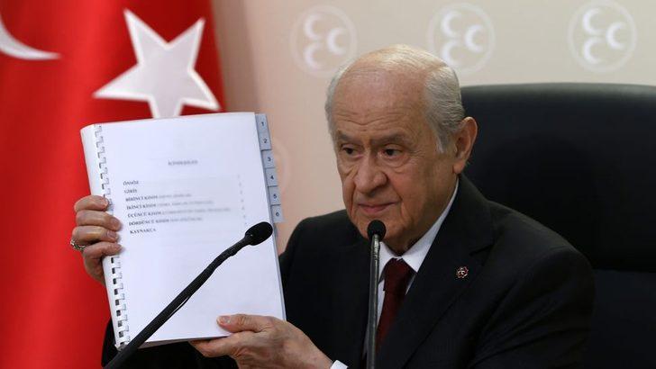 Bahçeli, MHP'nin anayasa önerisini açıkladı: 'AYM, Yüksek Mahkeme statüsünden çıkarılsın; Cumhurbaşkanı Yardımcıları da seçilsin'