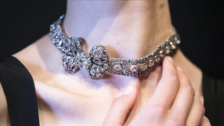 Pandora'dan çarpıcı karar! Ürünlerinde saf elması bırakıp yapay elmas kullanacak!
