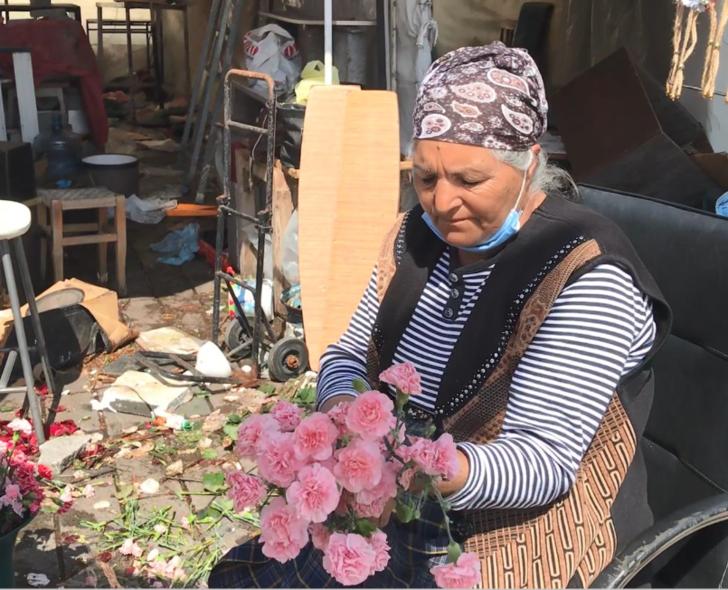 Taşınma kargaşası sona erdi! Taksim'in çiçekçileri, 4 yıl sonra taşındı