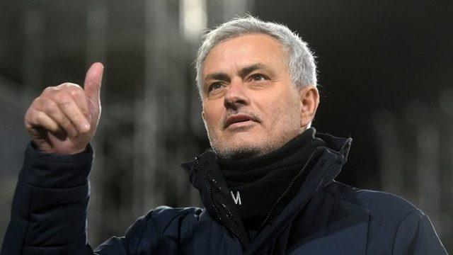 Mourinho: Roma, Jose Mourinho'yla 3 yıllık sözleşme imzaladı