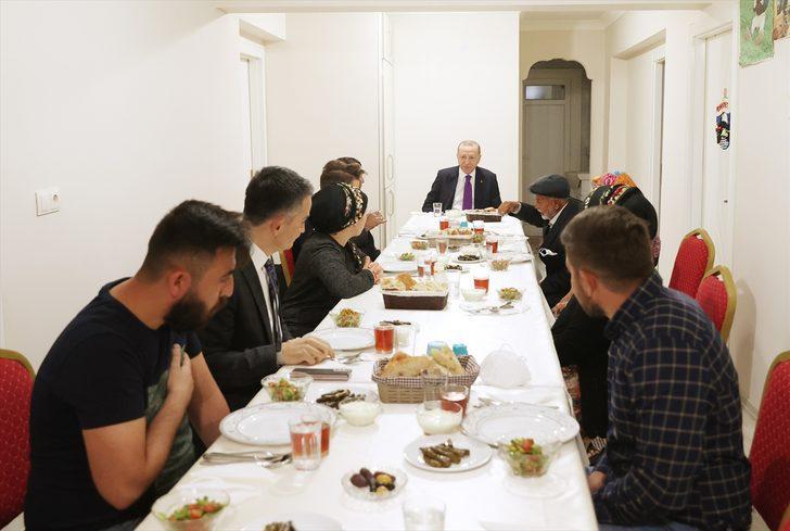 Cumhurbaşkanı Erdoğan, Ankara'da bir ailenin evinde iftar yaptı