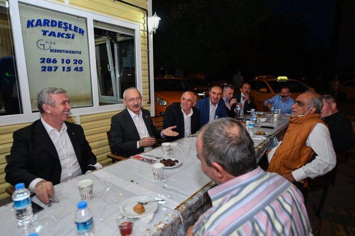 Kılıçdaroğlu ve Mansur Yavaş, taksi durağı esnafı ile iftar yaptı
