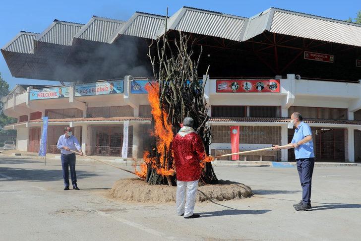Edirne'de Kakava ateşi bu yıl da sembolik olarak yakıldı