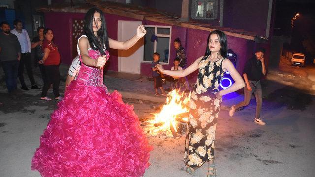 Tam kapanmada Kakava'yı böyle kutladılar