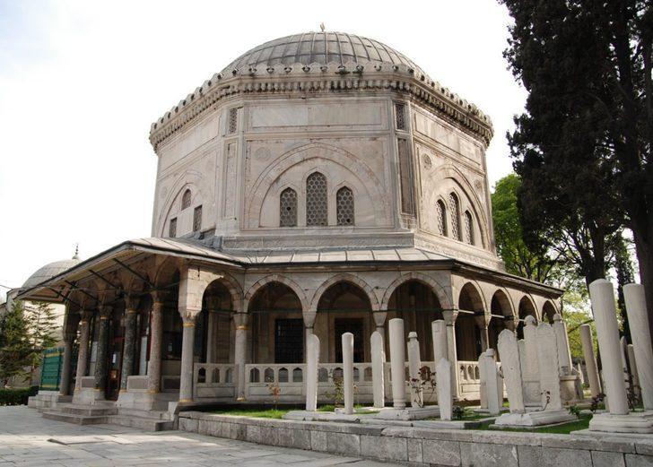 Kanuni Sultan Süleyman türbesi nerede, kimler yatıyor ve hangi ilde bulunuyor? İşte Kanuni Sultan Süleyman türbesi ziyaret saatleri...