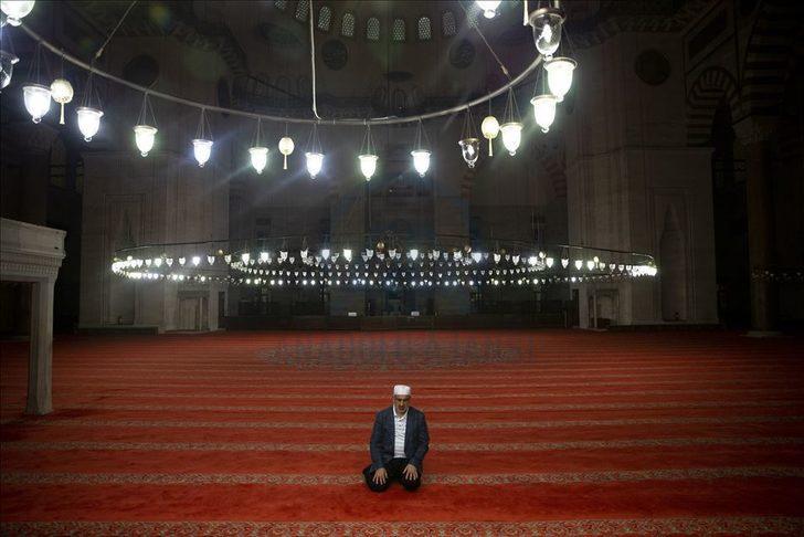 Camilerde teravih kılınacak mı? Kadir Gecesinde camiler açık mı?