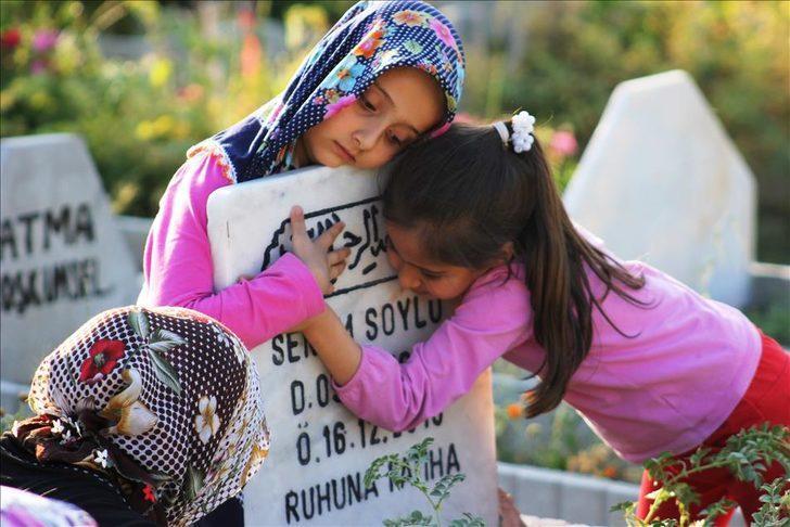 Annesi ölenler için Anneler Günü mesajları hüzünlendiriyor! Ölmüş anneye duygusal mesaj!