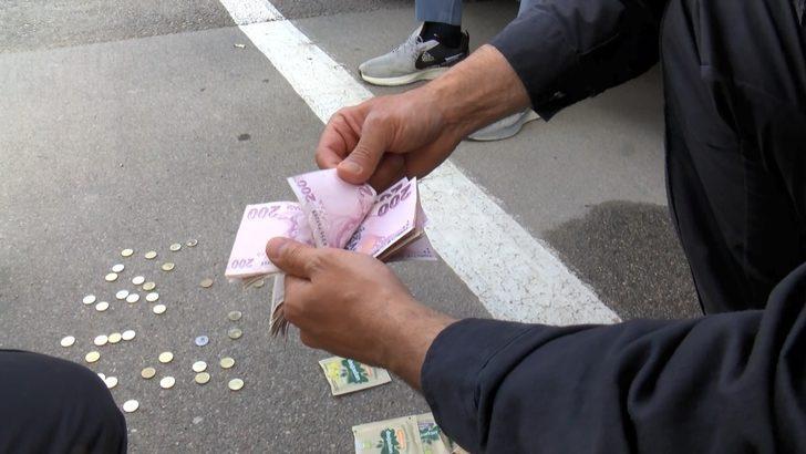 Aracının üzerinde para dolu cips kutusu buldu