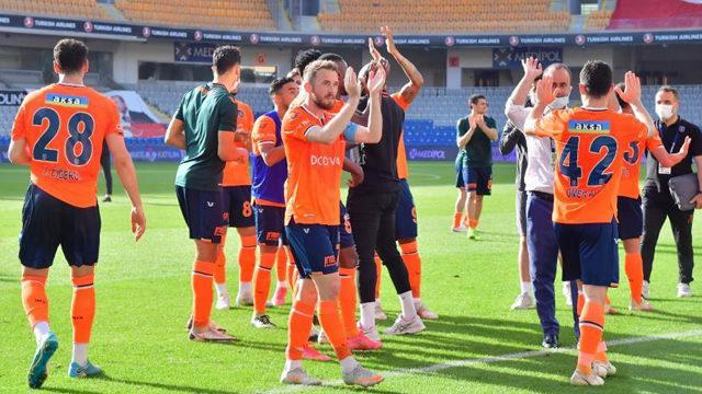 Başakşehir ligde kalmayı garantiledi