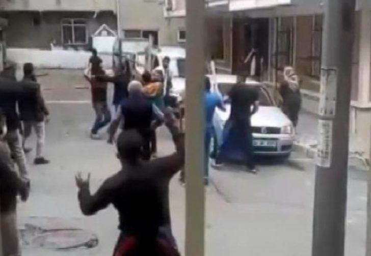 Sokak ortasında taşlı sopalı kavga!