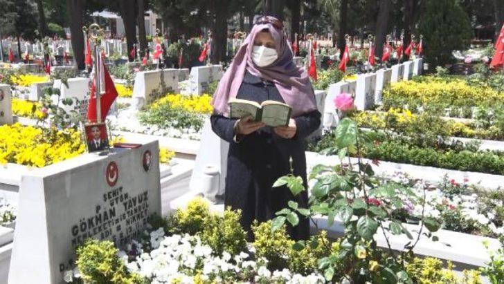 Edirnekapı Şehitliği'nde buruk Anneler Günü