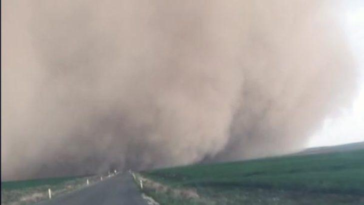 Konya'da kum fırtınası paniğe yol açtı