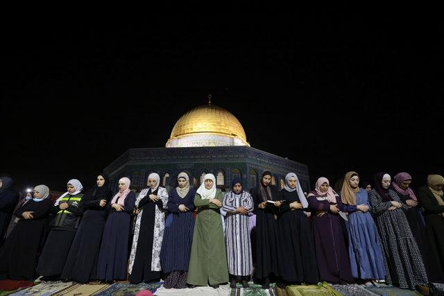 2021-05-08T192309Z_1837725794_RC2VBN9HR4DY_RTRMADP_3_ISRAEL-PALESTINIANS-JERUSALEM