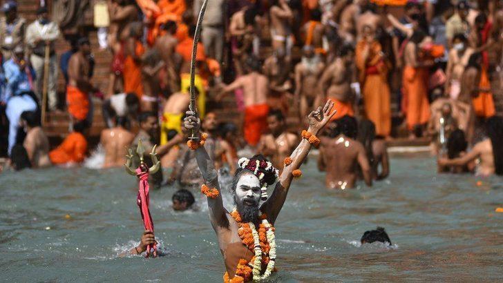 Hindistan Covid: Hindu hacılar, Kumb Mela Festivali'yle nasıl 'süper bulaştırıcı'ya dönüştü?