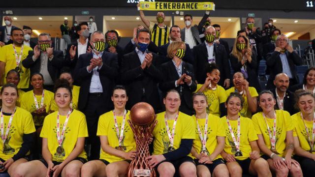 Fenerbahçe, Galatasaray'ı yenerek şampiyon oldu