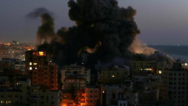İsrail Gazze'ye yeni saldırı düzenledi! Hamas Tel Aviv'e 130 roket attı