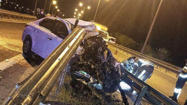 TEM'de feci kaza! Aracın motoru fırladı