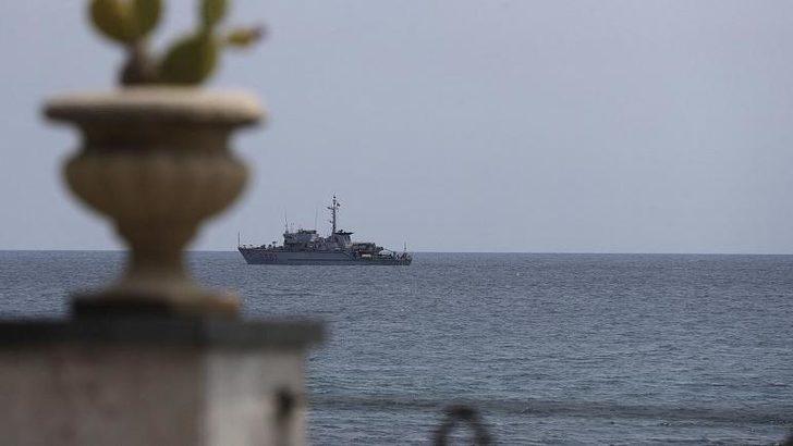 'Türk balıkçı tekneleri iki İtalyan gemisine taş attı' iddiası