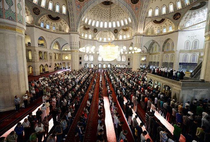İstanbul, Ankara, İzmir'de bayram namazı saat kaçta? Diyanet il il bayram namazı saatlerini paylaştı