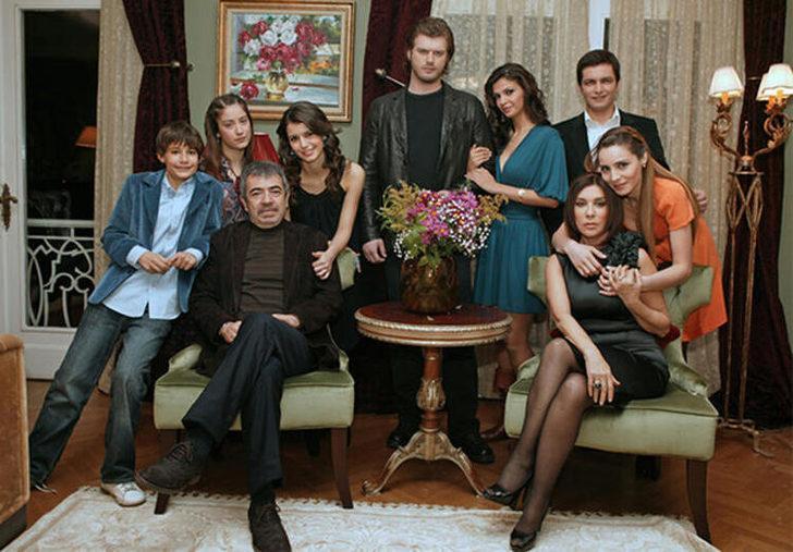 Aşk-ı Memnu dizisi setinde çekilen fotoğraf 11 yıl sonra ilk kez paylaşıldı