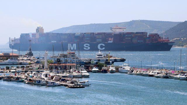 Çanakkale Boğazı 3 dev geminin geçişi nedeniyle tek yönlü trafiğe kapatıldı