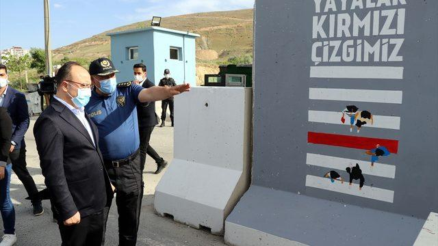 Elazığ Valisi Erkaya Yırık, güvenlik güçleri ile bayramlaştı: