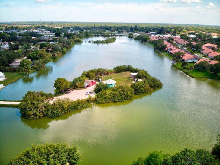 Florida'da bir cennet! Kendi adasında özel minik bir ev yaptırdı, görenleri büyüledi