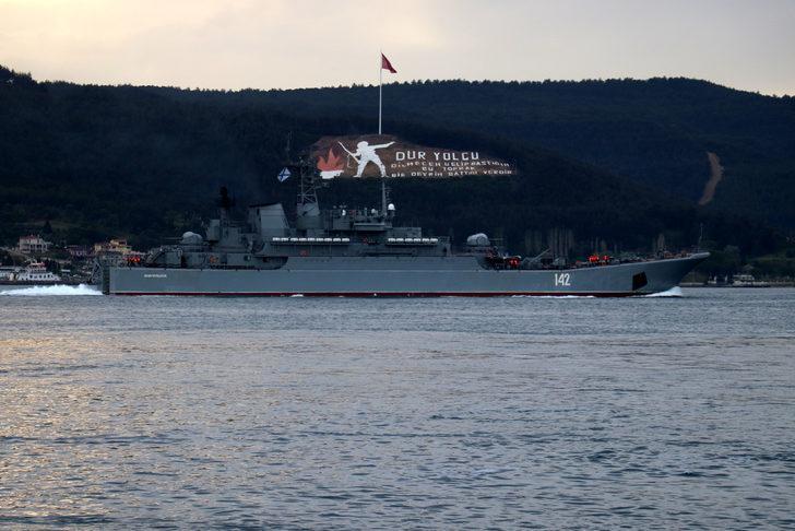 Çanakkale Boğazı'ndan peş peşe geçen Rus ve İngiliz savaş gemileri Karadeniz'e doğru yol aldı