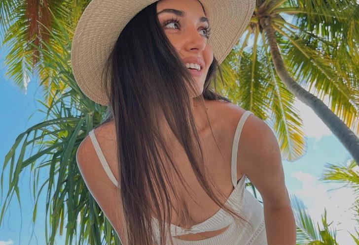 Hande Erçel'in mavi mayolu Maldivler pozlarına beğeni yağdı