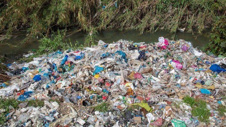 Greenpeace: İngiltere'deki plastik atıkların yaklaşık yüzde 40'ı Türkiye'ye ihraç edildi ve yasa dışı yollarla toplanıp yakıldı