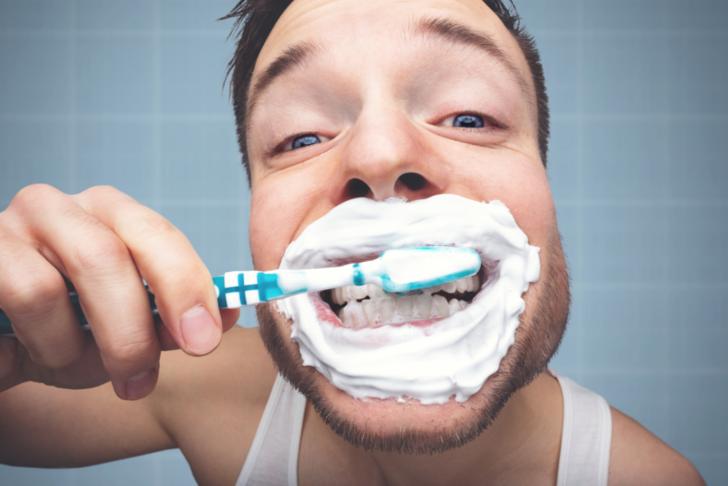 Günlük rutinlerin ilginç tarihi! Diş fırçalamanın geçmişi sizleri oldukça şaşırtacak