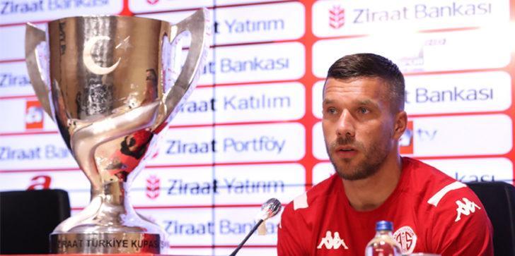 Podolski: Tatil için değil, kupa için geldik