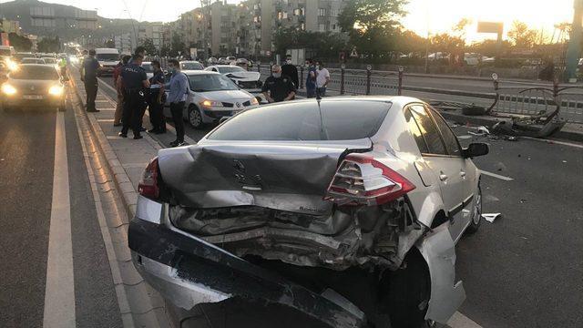 Kayseri'de çarpışan iki otomobilin sürücüsü yaralandı